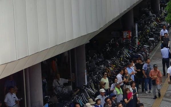 立候補者らの演説の聴衆(17日、さいたま市)