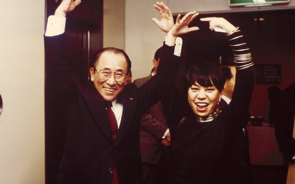 親交を深めた樋口廣太郎さん(左)と