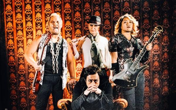 今年のエープリルフールには、架空のバンド「ニュージャパングラディウス」の解散を発表した(後列中央がメイ氏)