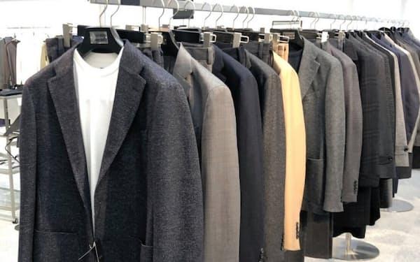 Tシャツなどカジュアルな対応もできるデザインのスーツを強化する