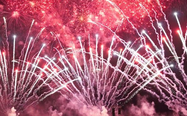 琉球海炎祭で披露した花火(4月13日、沖縄県宜野湾市)