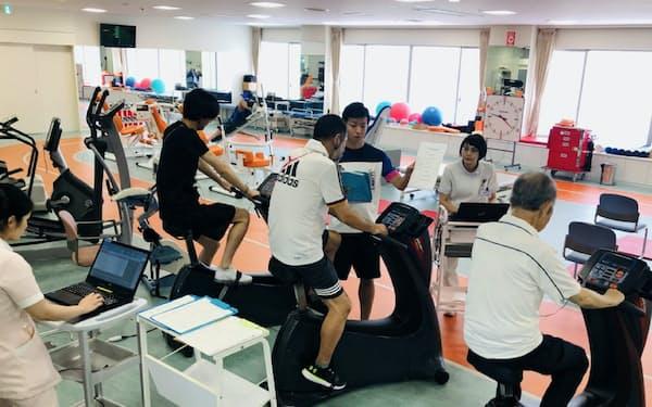 多様な運動器具を備えた順天堂大学順天堂医院の「心臓リハビリテーション室」