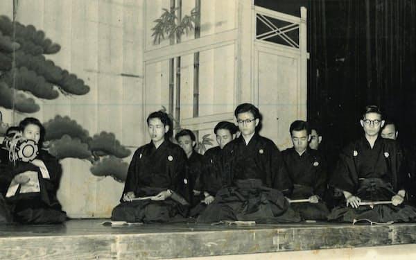 謡の会にて。左から2人目が川名宏さん、右端が筆者