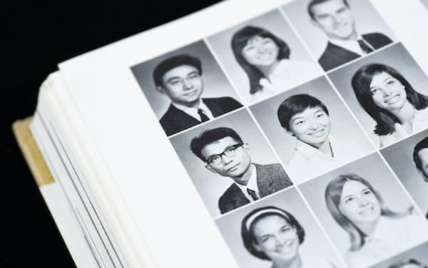 MBAコースの卒業アルバム。左上から2人目が筆者