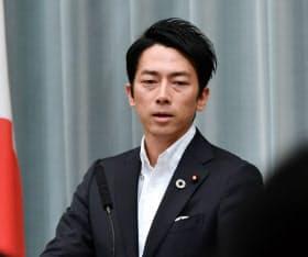 小泉環境相は新閣僚の就任会見で、海洋プラスチックごみ対策の推進を総理から指示されたことに言及した