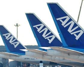 ANAの航空網(写真上)とJR東の鉄道網(写真下は東北新幹線)を組み合わせて最適な交通手段を提供する