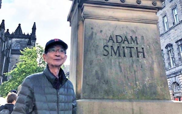 アダム・スミス像のもとで(2019年7月1日)