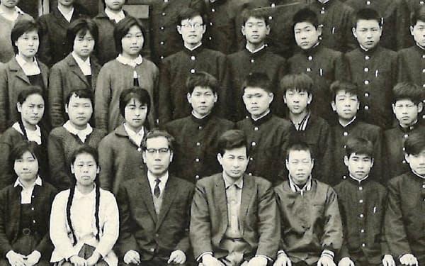 中学生のころ(前から2列目、右から5番目が筆者)