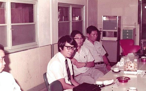 現場改善指導に訪れた工場で(右から3人目が筆者)