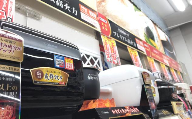 エディオンAKIBAに並ぶ高級炊飯器