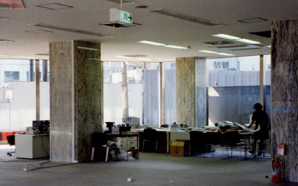 新会社のオフィスは閑散としていた
