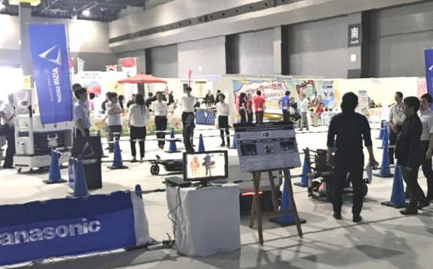 愛知県国際展示場の開業イベントでは、自動車に関する次世代技術や物産品などが展示された