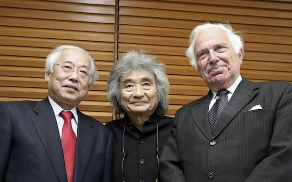 小澤征爾さん(中)、イオアン・ホレンダーさん(右)と筆者
