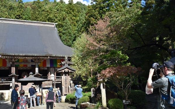 ユーチューブなどネットで山寺のことを知り海外から訪問する人も増えている