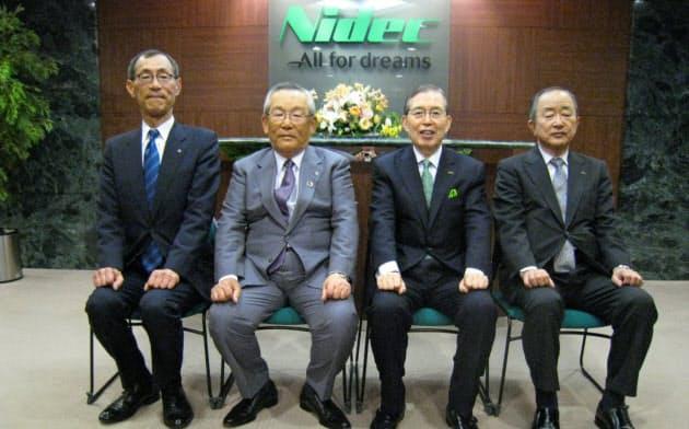 日本電産の永守重信会長(右から2人目)とは30年を超す付き合いとなった(左から2人目が本人)