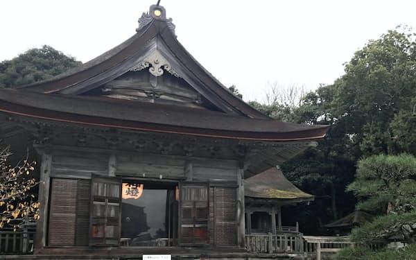 背後に広がる「入らずの森」には神の気が集まるとされる(石川県羽咋市)