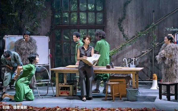 演劇版では遺伝子工学の発展した近未来の島の人々が描かれる=引地 信彦撮影