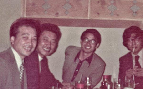 岩谷さんと(左から2人目、同3人目が筆者)