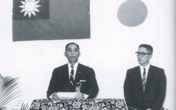 台湾法人の開所式であいさつする小松さん(左)