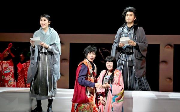 野田秀樹の「Q」。左から松たか子、志尊淳、広瀬すず、上川隆也=篠山 紀信撮影