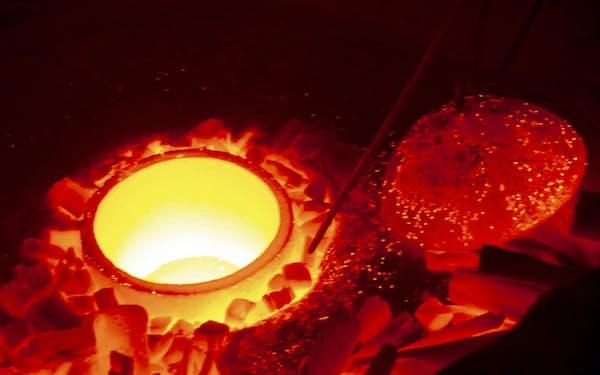 黒樂茶碗の窯を焚く