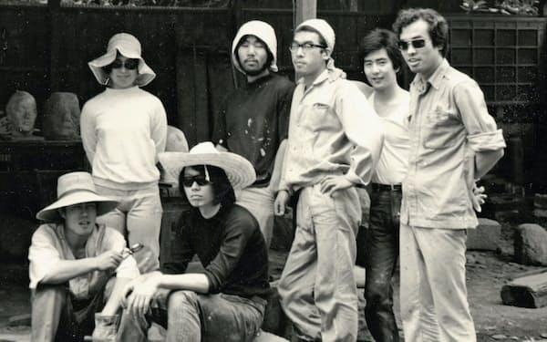 東京芸術大学の同級生らと(前列左から2人目が筆者)