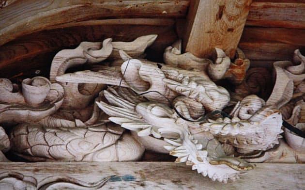 兵庫県丹波市柏原にある五社稲荷神社の本殿向拝の龍
