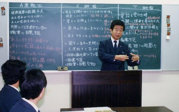 自動車部庶務課長として社員研修に臨む(1986年)