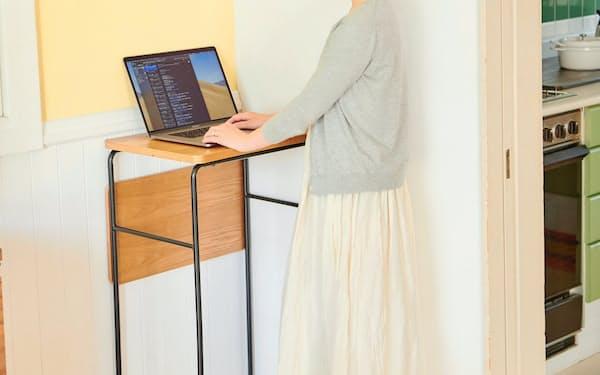 イトーキの「UBIQ」は立ちながらパソコンを使いやすい