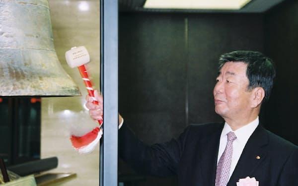 2008年3月、54年ぶりに東証上場に復帰し、鐘を鳴らす