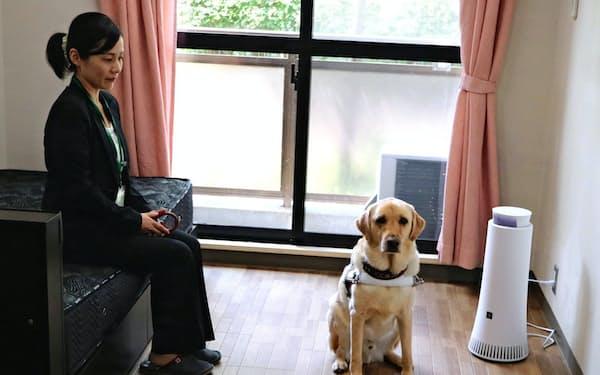 シャープの除菌脱臭機で盲導犬の臭いの問題解決を図る(大阪府千早赤阪村)
