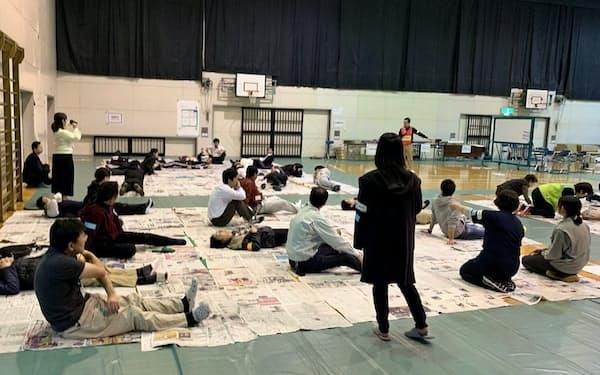 動線やスペースの使い方は実際に体を動かして確認するのも大事(静岡県が2019年に開いた訓練)