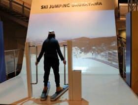 シミュレーターでスキージャンプを疑似体験できる