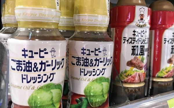 キユーピーはごま油を打ち出したドレッシングが好調(都内のスーパー)