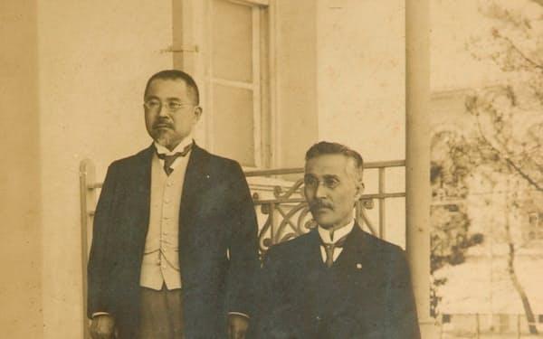 菊池大麓(左)は京都帝大総長など要職を歴任した=津山洋学資料館提供