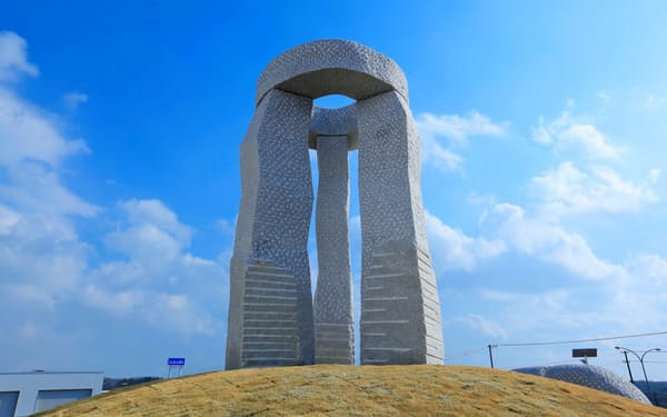 新仙台工場の敷地の一角に建立した「一心の塔」