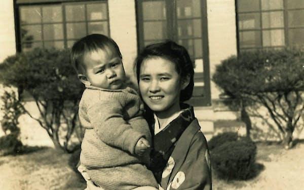 母と(1940年ごろ)