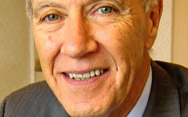 Francis Gurry 1974年豪法律事務所に弁護士として入所。79年メルボルン大上級講師、88年WIPO産業財産部長などを経て、2008年から同事務局長。