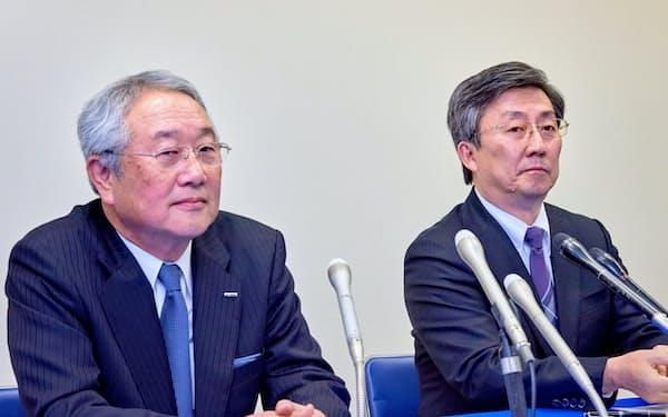 新たな国際展開へ小笠原氏にバトンを託した(2016年1月の記者会見、左が津田氏)