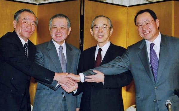 三菱商事とLPG事業を統合した(右から2人目が筆者)