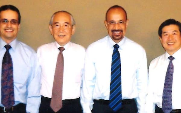 サウジアラムコのファリハ社長(右から2人目)と深い親交を結んだ(同3人目が筆者)
