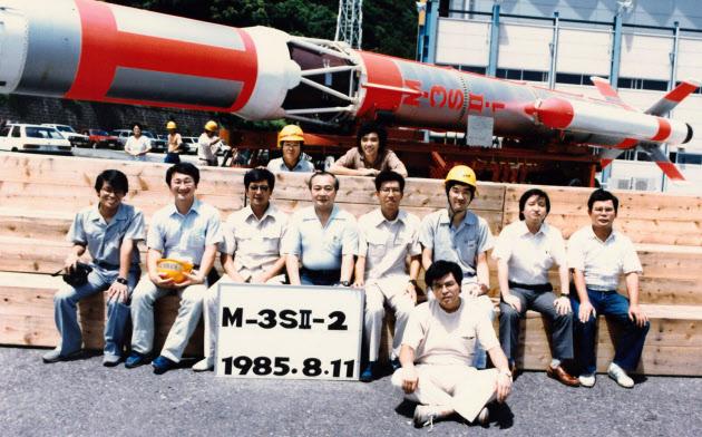 大学院時代からM3S-2型ロケットの開発に取り組んだ(左から2番目が川口氏)