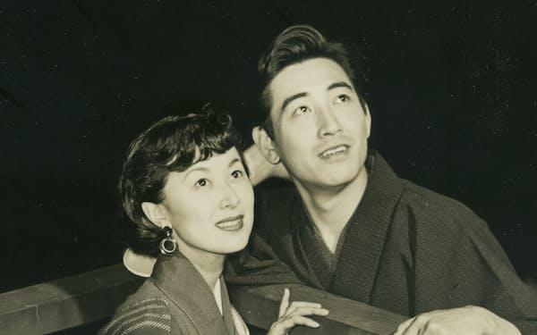 恋人役での共演が多かった鶴田浩二さんと