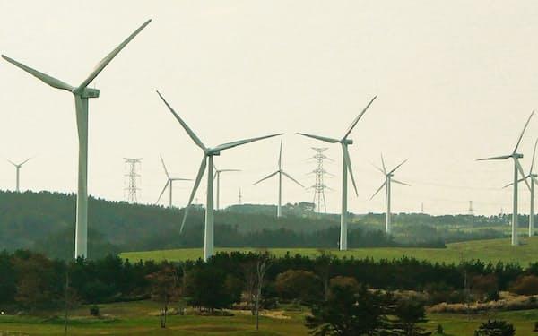 青森県六ケ所村は再生エネの供給が電力需要を上回る(同村の風力発電所)