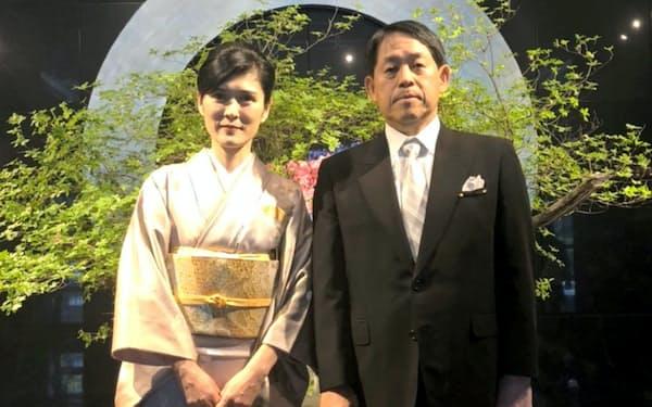 再婚した妻・茂代と(2018年5月、都内のホテルで)