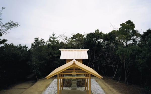 アートとして再建された直島の護王神社