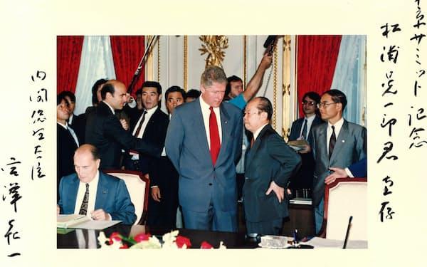 宮沢喜一首相にいただいた東京サミットの記念写真。右端が筆者