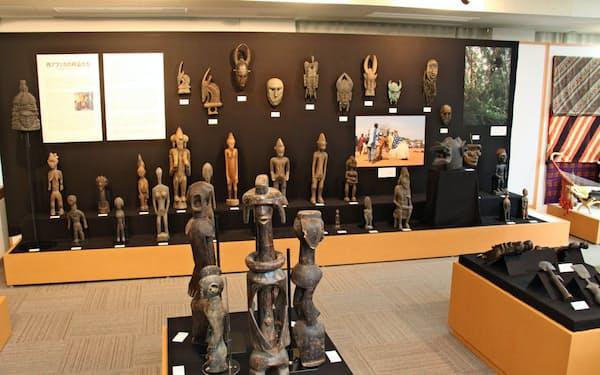 中部大学に展示されているアフリカ美術のコレクション
