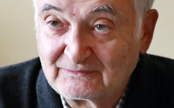 Jacques Attali 仏国立行政学院卒。経済学者。1981~91年、同国のミッテラン大統領の特別顧問。91~93年、欧州復興開発銀行(EBRD)の初代総裁を務めた。