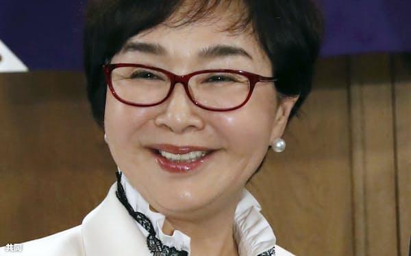 日本高野連初の女性理事にもなった(就任会見で)=共同